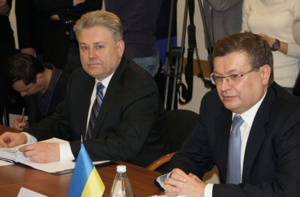 Volodymyr Yelchenko (left) and ex-ambassador of Ukraine to Russia Konstyantyn Hryshchenko