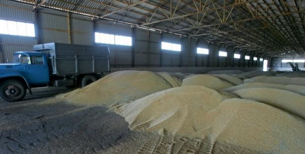 Сейчас невозможно вывезти зерно из зоны АТО по железной дороге / Фото УНИАН