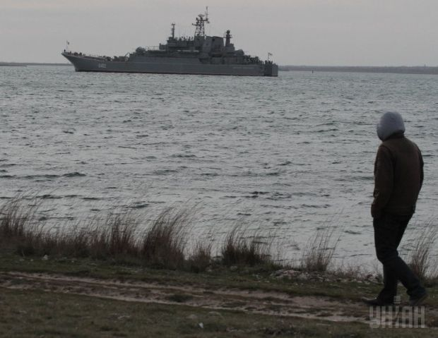 Russian military men seize two Ukrainian corvettes in Crimea