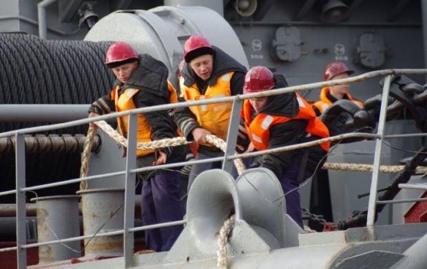 Морякам в Феодосии разрешили высадиться на материк