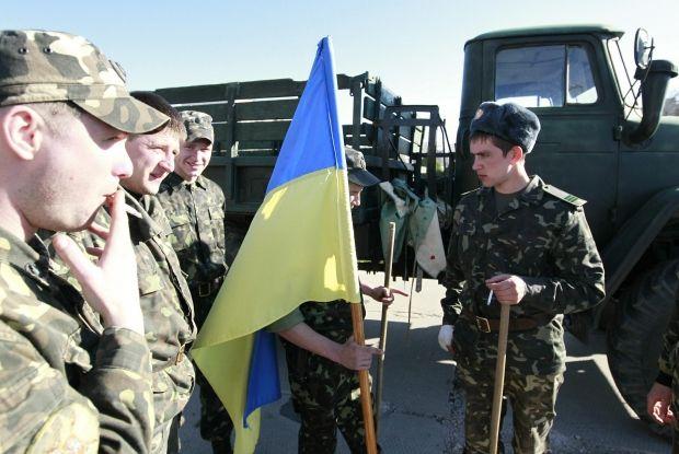 Украинских военных решили вывести из Крыма / REUTERS