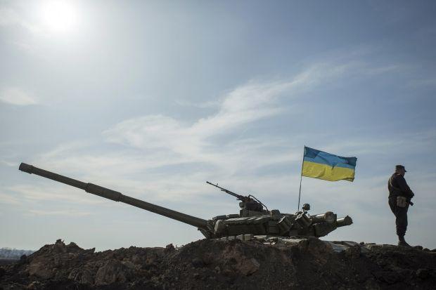 В Крыму началась передислокация украинских военных / REUTERS