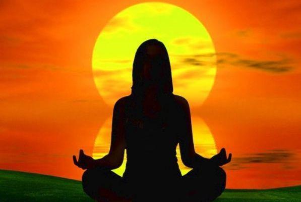 Поза лотоса в медитации / Фото: alamandi-club.com