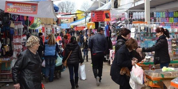 Сегодня промтоварный рынок «7-й километр» продолжал работать, несмотря на карантин