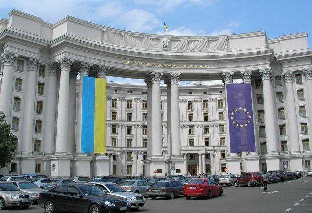 МЗС звернулося до зовнішньополітичного відомства Росії з вимогою негайно припинити протиправні дії / Wikipedia
