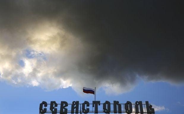 Третий месяц оккупации - в Севастополе может появиться работающий банкомат / Reuters