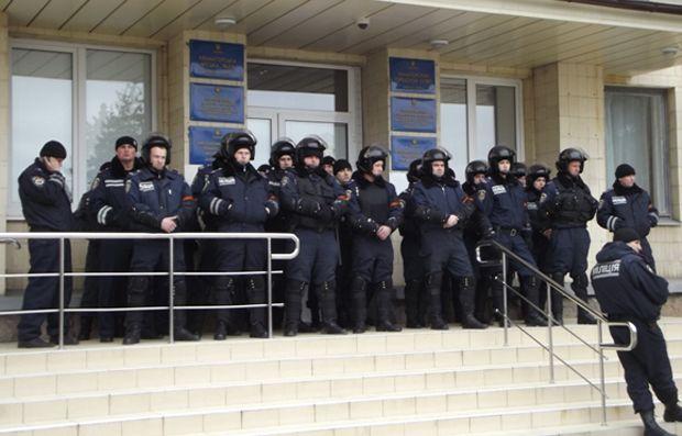 Чимало місцевих силовиків підтримують сепаратистів / hi.dn.ua
