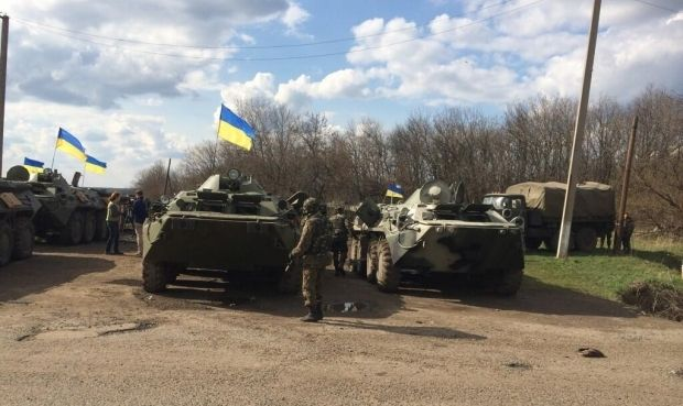 Poroshenko instructs Govt to send savings of presidential elections to financing of needs of military men / Victor Maksimov, vk.com