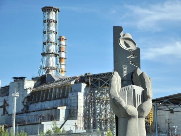 Стелла памяти погибшим работникам ЧАЭС на территории четвертого энергоблока Чернобыльской АЭС, в г. Чернобыль / УНИАН