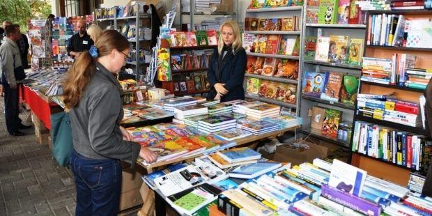 Украинец может приобрести шесть книг в году / ucfamilymagazine.com