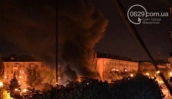 У Маріуполі терористи підпалили шини.