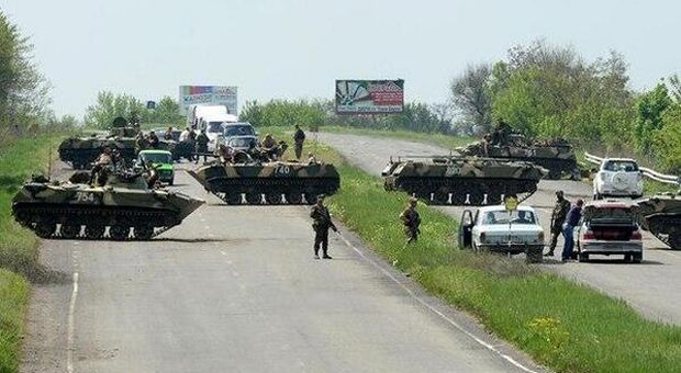 Avakov: Battle with 800 terrorists takes place in Slaviansk; there are injured people from both sides/ theinsider.ua