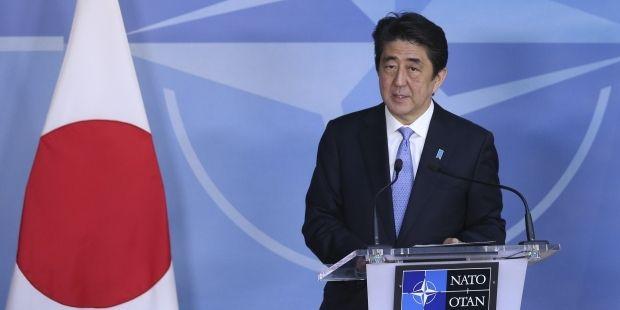 Премьер Японии считает, что Россия должна признать выборы в Украине