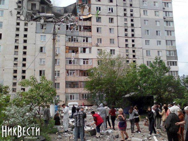 Три верхних этажа девятиэтажного жилого дома полностью разрушены