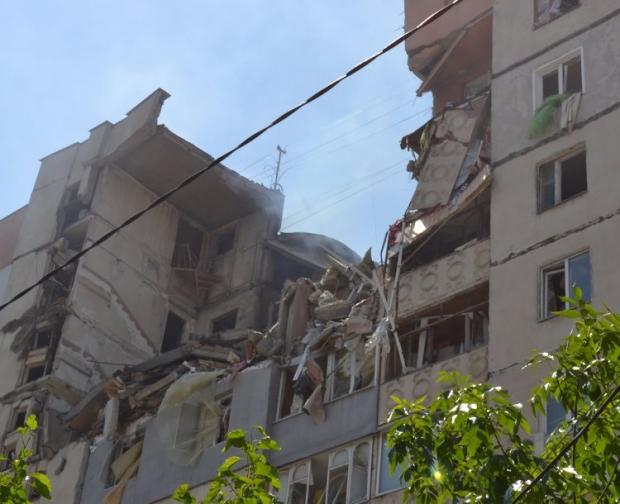 В Николаеве сотрудники продолжают извлекать из-под завалов дома в Николаеве тела погибших / Фото: © UNIAN
