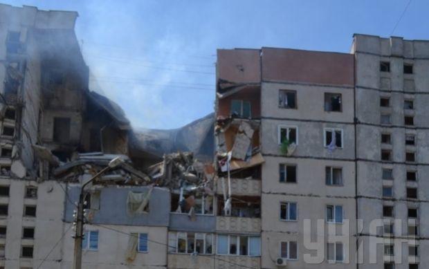 Под завалами дома в Николаеве, по сведениям ГосЧС, находятся еще три человека, которых пока не нашли / Фото: УНИАН