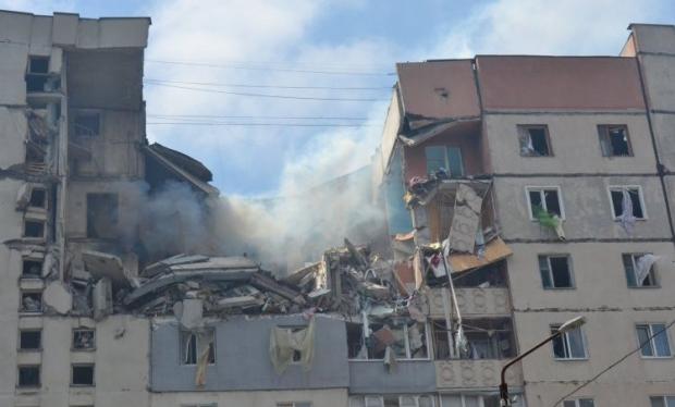 Пострадавшим от взрыва дома в Николаеве продолжают помогать горожане / Фото УНИАН