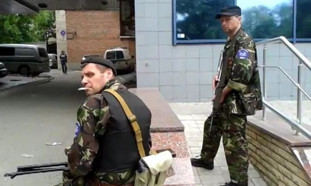 Terrorists put members of district committee with face to wall and threaten with guns in Artemovsk – CVU / OstroV