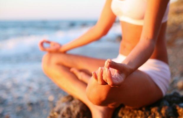 Медитация помогает сфокусироваться / Фото: yogisurprise.com