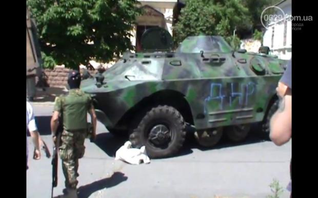 Террористы пригнали БРДМ в город / 0629.com.ua