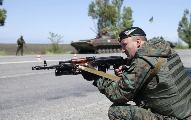 "Ukrainian soldiers repulse attack of terrorists on ""Marinovka"" checkpoint – NSDC/REUTERS"