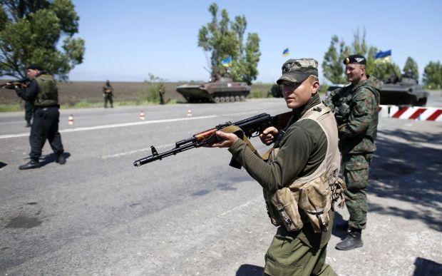 Українські військові у Маріуполі / REUTERS