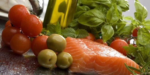 Жирная рыба в отличии от жирных сортов мяса, наоборот, укрепляет зрение / Фото: gdefon.com