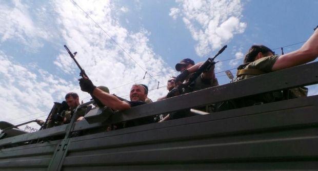 15 грузовиков с террористами беспрепятственно пересекли границу