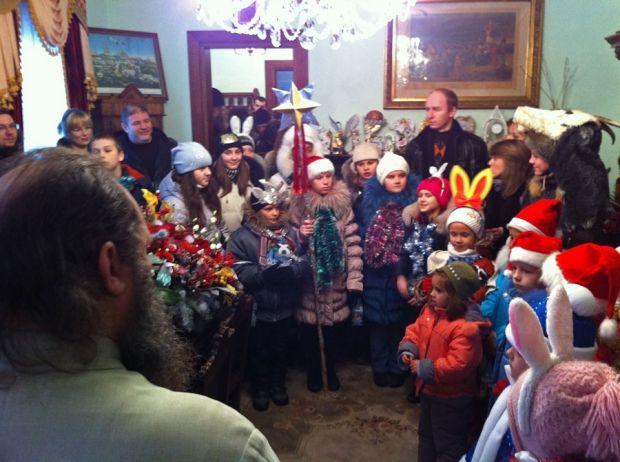 Вихованці дитячих будинків завжди вітають владику Павла з усіма великими святами.