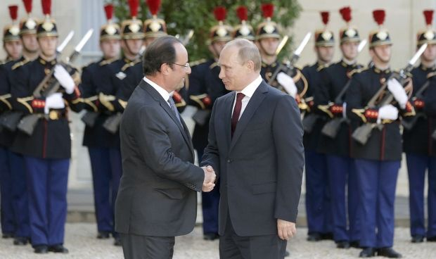 Putin and Hollande spoke about Ukraine during hour and half, but there were no statements/ REUTERS