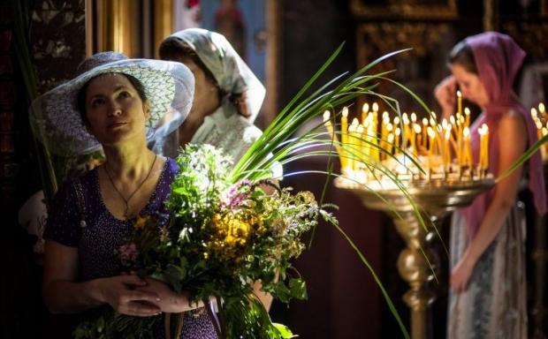 Православные отмечают праздник Троицы / Фото УНИАН