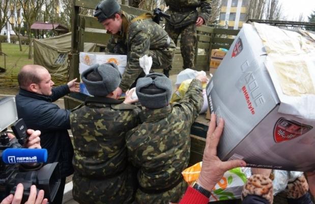 Гуманитарная помощь разгружена, принимается решение о ее распределении / Фото: УНИАН