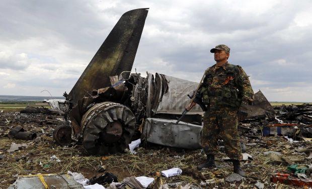Луганск, самолет / REUTERS