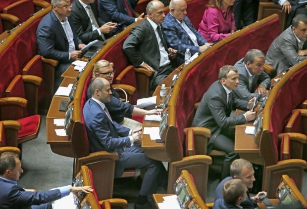 Депутатам анонсували дострокові вибори