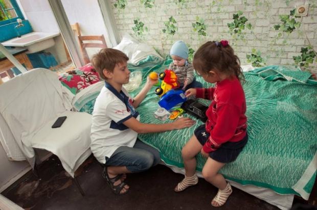 На Тернопільщині вдалося збільшити число дітей-сиріт, влаштованих до сімейних форм виховання / Фото УНІАН