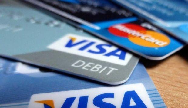 Українці стали частіше розраховуються картками / фото businessinsider.com
