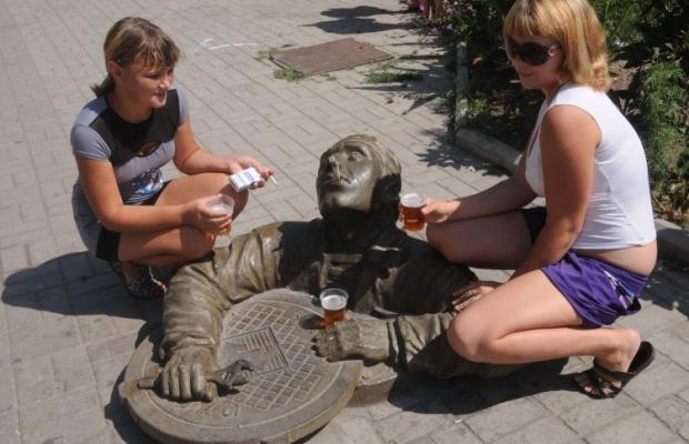 создается такая атмосфера, будто бы алкоголь – это неотъемлемый атрибут жизни / Фото: УНИАН