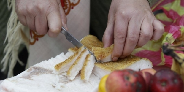 Полезнее готовить еду на свином сале / Фото: УНИАН