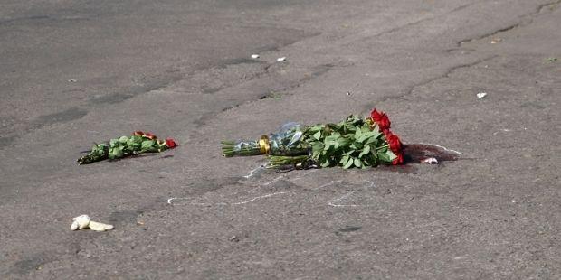 На месте убийства мэра возложили цветы