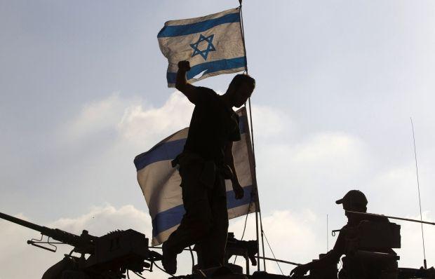 Израильские военные возле сектора Газа / REUTERS