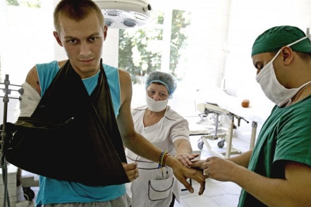 Раненый во время АТО десантник Антон Воленко в Военно-медицинском клиническом центре
