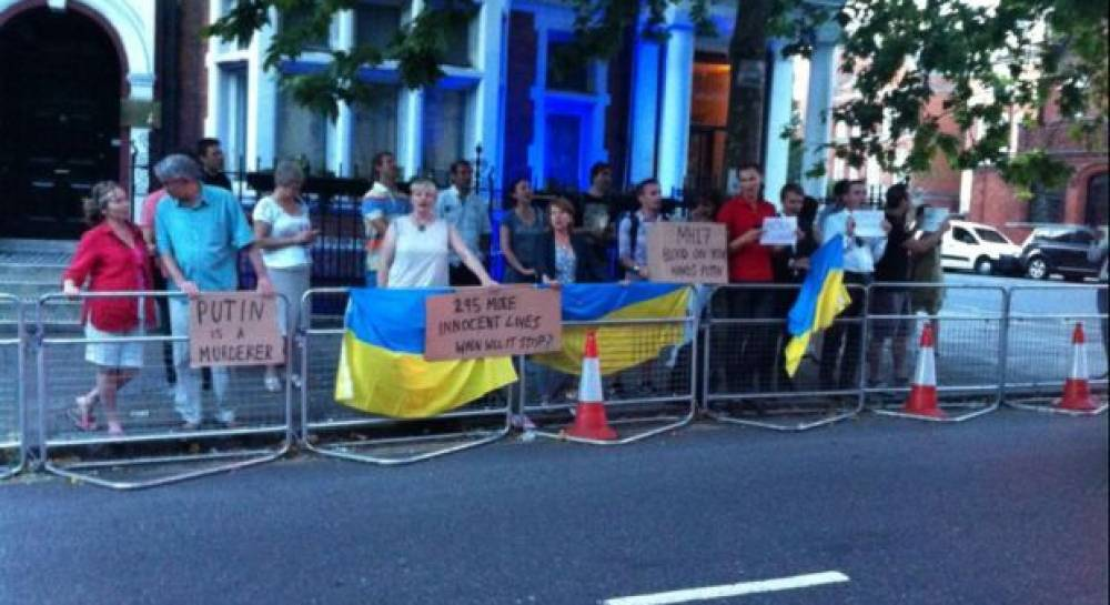 In London and Washington Ukrainians hold mass-meeting near