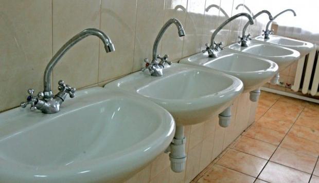 В Ривне вводят график подачи горячей воды из-за экономии ресурсов/ Фото УНИАН
