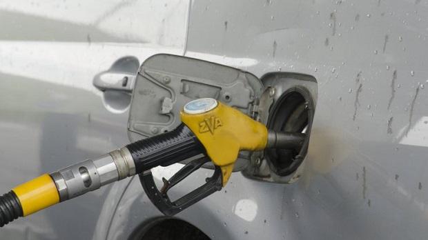 На АЗС в декабре стали покупать меньше бензина / Фото УНИАН