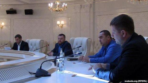 Представители боевиков на переговорах в Минске / фото Радыё Свабода