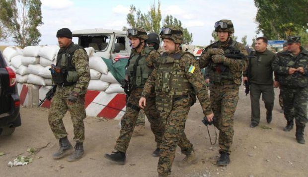 Турчинов восхищен храбростью украинских военных / Facebook Александра Турчинова