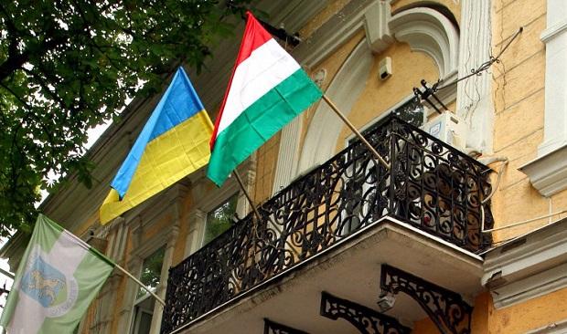 Жителям Закарпатья выдали неменее 100 тыс. венгерских паспортов,— МИД