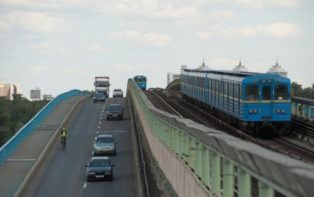На некоторых участках ограничили скорость движения поездов