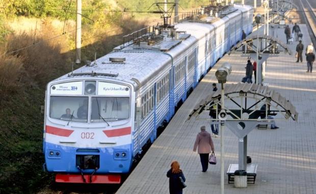 24-летний житель Киева залез на крышу электропоезда на станции железнодорожно-дорожного вокзала / Фото: УНИАН
