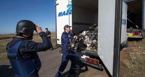 Обломки самолета рейса МН17 / REUTERS
